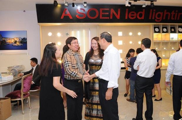 Buổi lễ còn có sự góp mặt của đại diện cho nhà phân phối đến từ Đài Loan và Hà Nội, XD và TTNT, các nhà thầu, đại lý